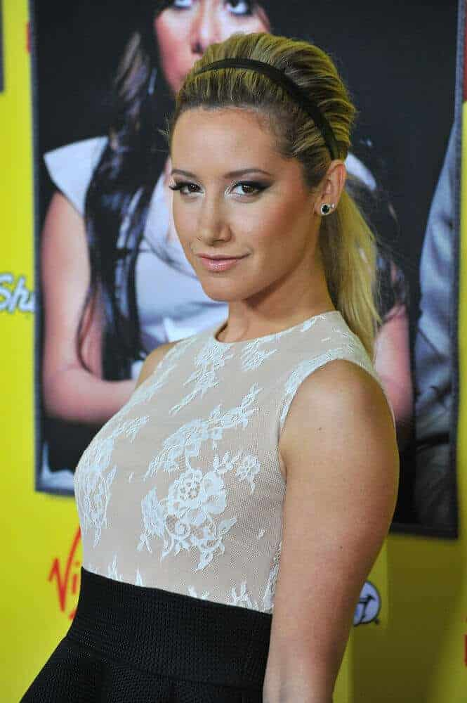 The actress showcased an elegant, prim and proper look whit this ponytail incorporated with a black headband. This hairstyle was worn last January 2013 for the LA premiere of Movie 43 at Grauman's Chinese Theatre, Hollywood.