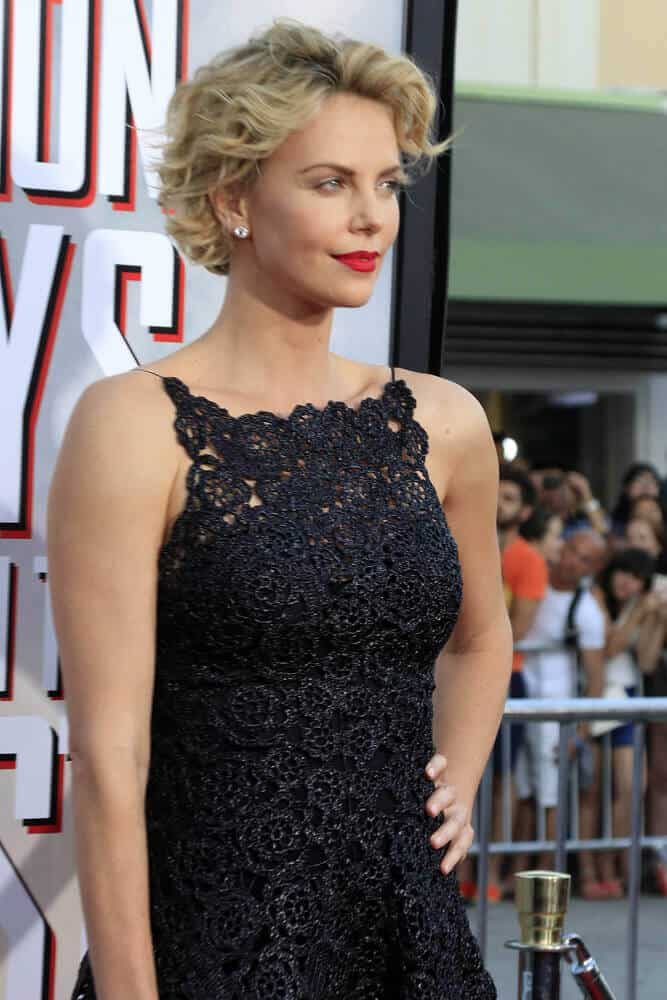 "During the  premiere of ""A Million Ways To Die In The West"" last May 15, 2014, the actress amazed everyone by hoe she gracefully flaunted her short-length, tousled waves."