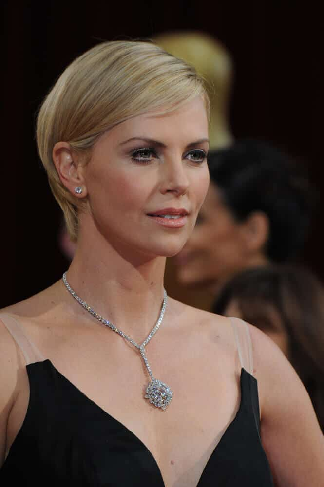 The actress looking neat and elegant with this short hairstyle with subtle side-swept bangs at the 86th Annual Academy Awards, March 2, 2014.