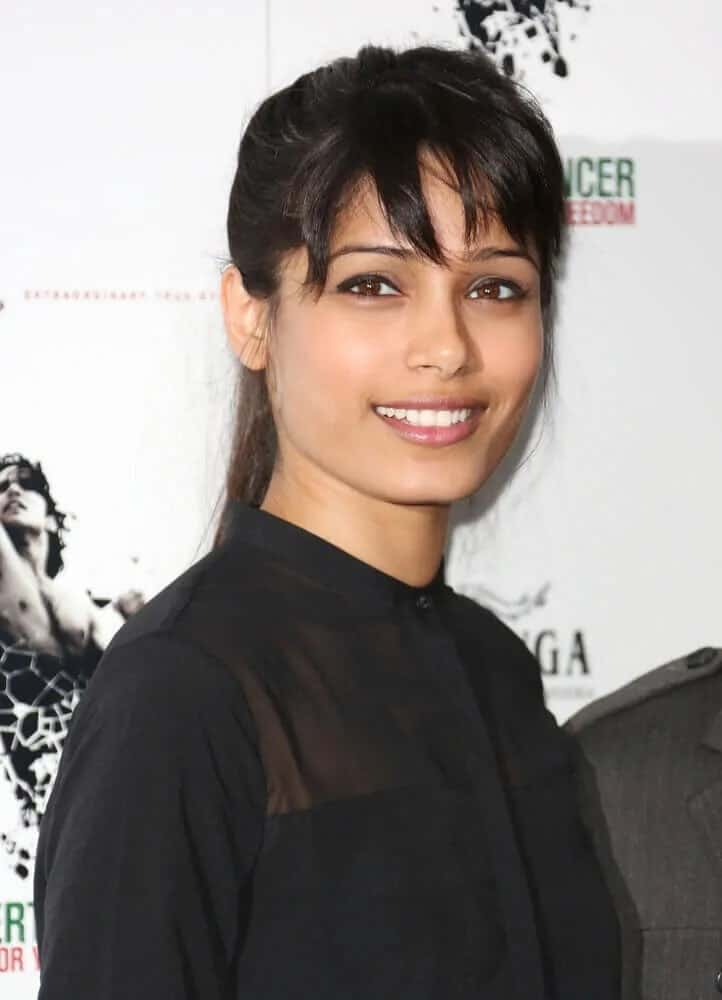 Freida Pinto's simple ponytail with layered bangs complement her natural beauty, especially paired with a simple black blouse last September 10, 2012 for the Desert Dancer photocall held at Sadler's Wells, London.