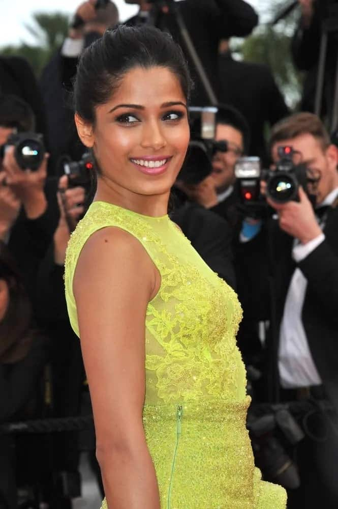Freida went for a casual and simple high ponytail and a detailed yellow dress at the premiere of