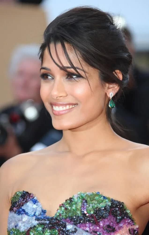 Last May 16, 2012, the Freida Pinto attended the 'Moonrise Kingdom' premiere during the 65th Cannes Film Festival with this messy pinned upstyle with wispy bangs.