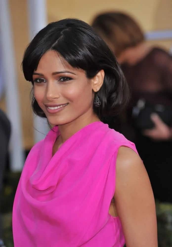 Freida Pinto's raven hair was styled into this classic vintage look with the ends rolled inward at the 19th Annual Screen Actors Guild Awards on January 27, 2013.
