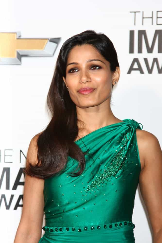 Freida Pinto arrived at the 44th NAACP Image Awards at the Shrine Auditorium last February 1, 2013 in Los Angeles. She was turning heads with her sophisticated green dress and long side-parted waves.
