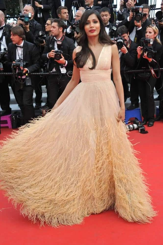 Pinto's loose and long wavy hairstyle went well with her sweet peach gown at the gala premiere of
