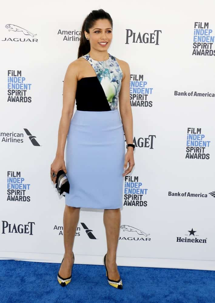 Freida Pinto was wearing a groovy short dress and a simple ponytail at the 2016 Film Independent Spirit Awards held at the Santa Monica Beach in Santa Monica last February 27, 2016.