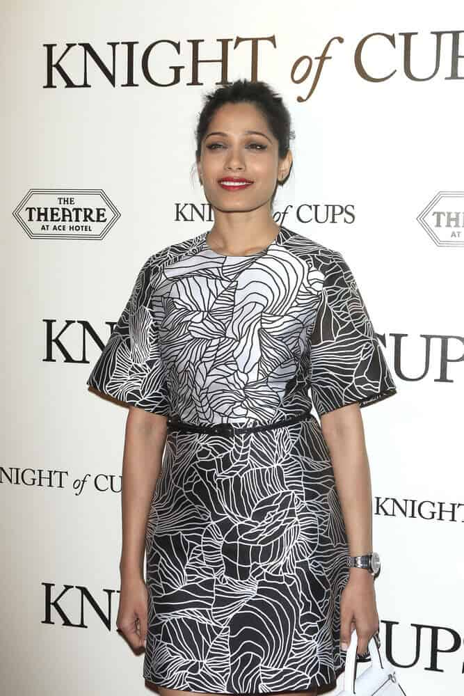 "During the premiere of Broad Green Pictures' ""Knight of Cups"" last  March 1, 2016, the actress wore her extraordinary dress with a casual upstyle to balance the overall look."