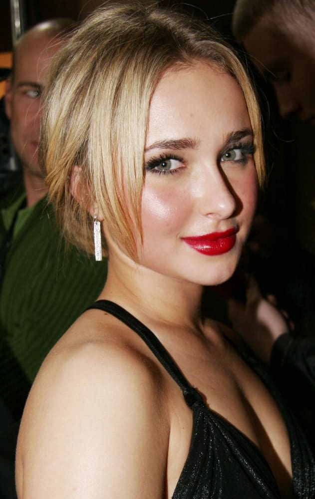 Hayden Panettiere looked ravishing in a black dress and classic updo with long side bangs on the sides. This was taken last February 10, 2008, during the 'Fireflies In The Garden' Premiere at the 58th Berlinale Film Festival.