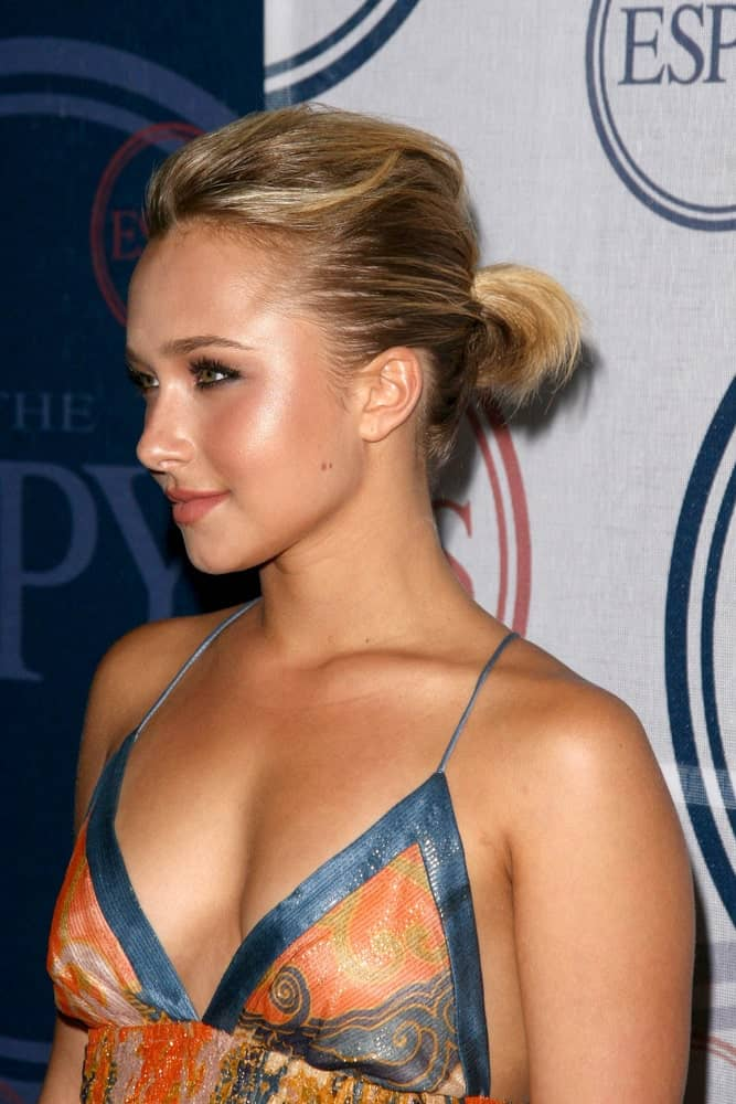 Hayden Panettiere rocking a ponytail hairstyle with her short blonde hair complemented by a loose printed dress. This was worn at the 2008 ESPY's Giant Event. J Bar and Lounge held on July 15, 2008.