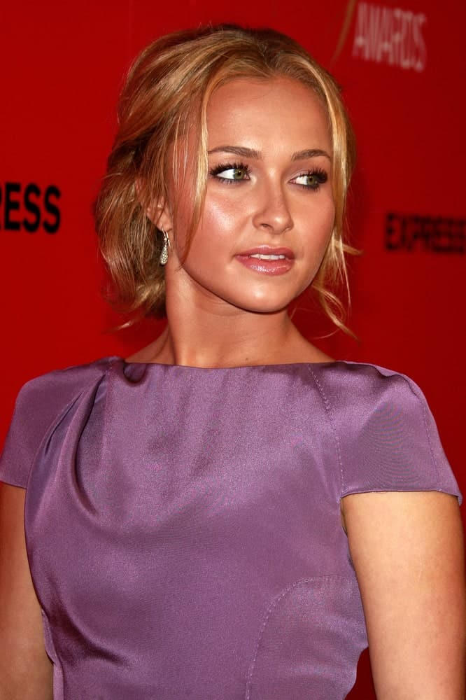 Hayden Panettiere arrives for the Hollywood Life's 6th Annual Hollywood Style Awards on October 11, 2009, with a sophisticated purple dress and a messy upstyle hairstyle incorporated with tendrils.