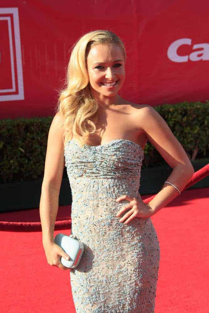 The actress exhibited a sweet and feminine aura with her side-swept locks. This look was worn for the 2012 ESPY Awards at Nokia Theate, Los Angeles, CA.