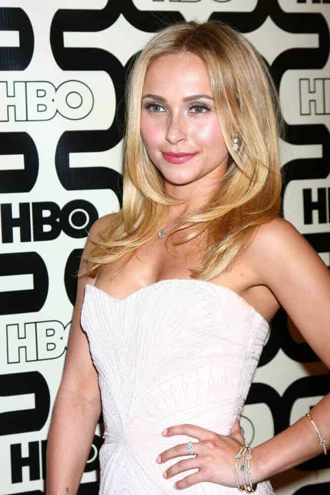 The actress arrived at the 2013 HBO Post Golden Globe Party at Beverly Hilton Hotel with her loose hair enhanced with some flattering layers.