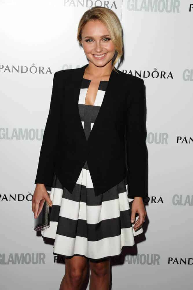 During the 2013 Glamour Women of The Year Awards, the actress proved that one way to elegance and beauty is simplicity. She attended with a formal bun, incorporated with long side bangs.