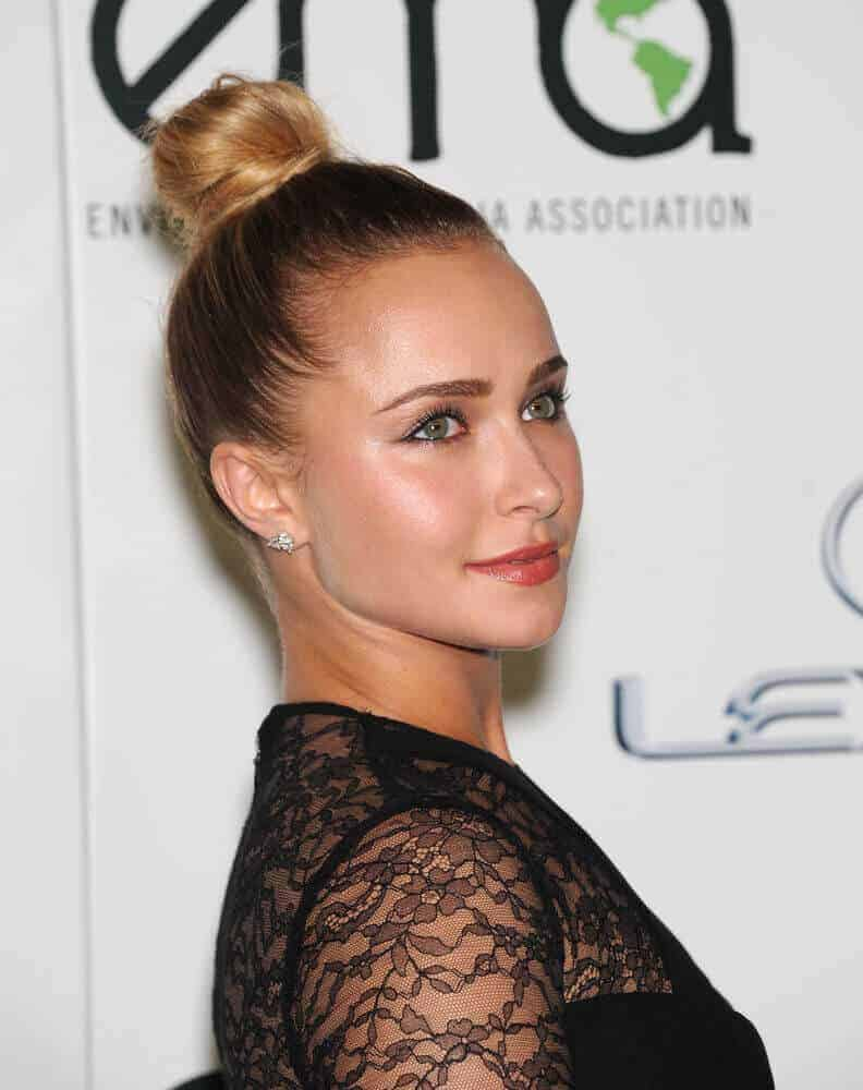 The actress slayed the Environmental Media Awards 2013 with this neat and classy high bun. Her overall getup looked stunning and elegant.
