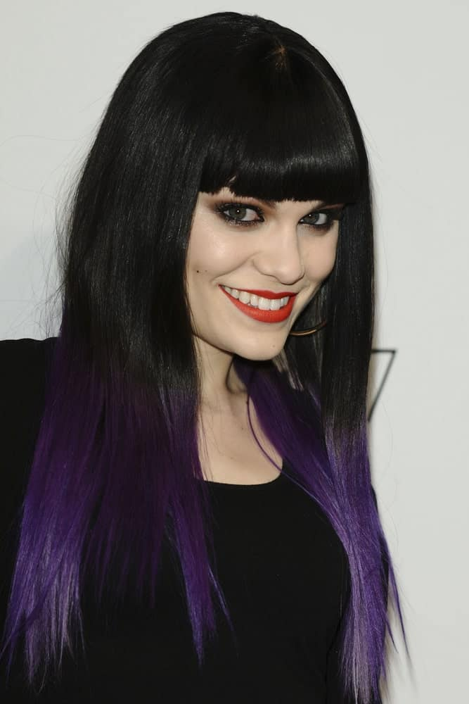 Jessie J opted for a sexy goth chic style at the Jingle Bell Ball 2011 held in the O2 Arena last December 4, 2011 with her black hair highlighted with a blue tone at the ends.
