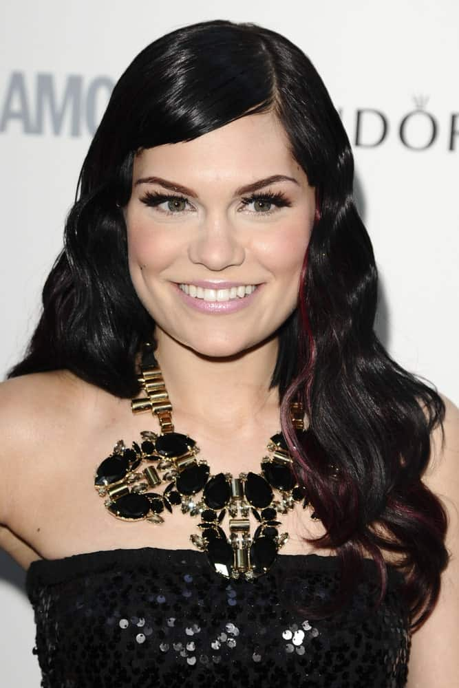 Last June 7, 2011, Jessie J attended the 2011 Glamour Awards at the Berkeley Square in London. She wore a black sequined strapless outfit that complements her earrings as well as her wavy black her with reddish highlights on the side.