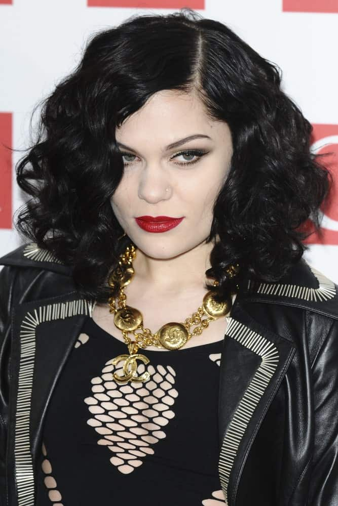 Jessie J opted for a rocker chic look for the Q magazine Awards 2001 last October 24, 2011 at the Grosvenor House Hotel in London. She wore her black leather jacket paired with a voluminous curly shoulder-length hair parted at the side.