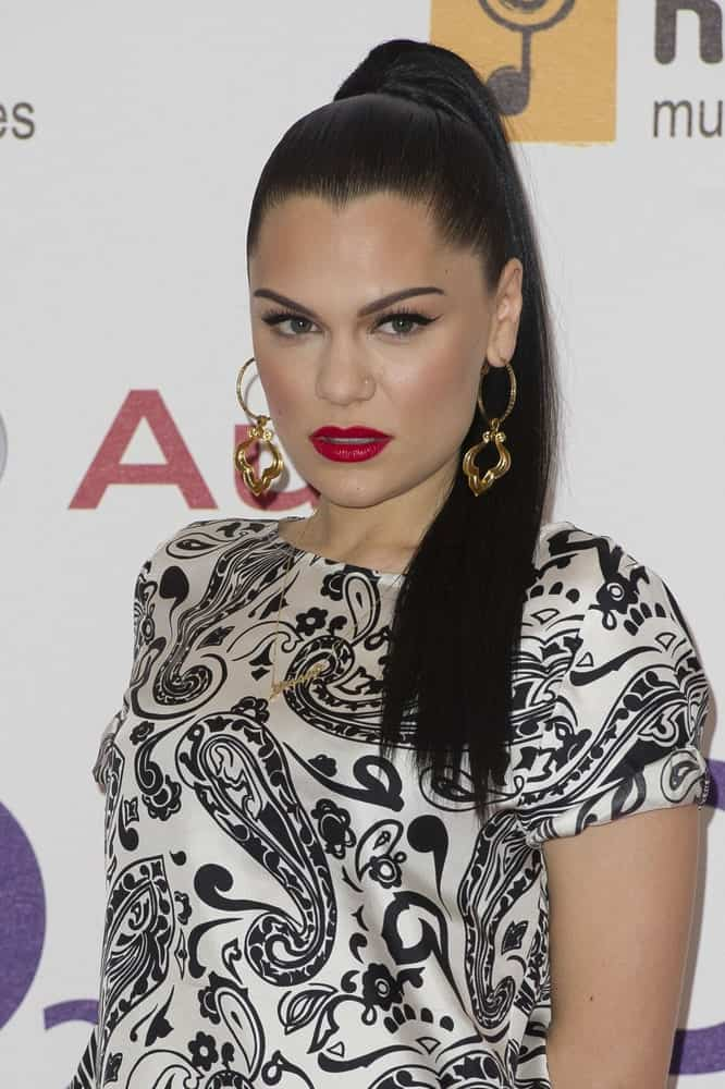 The talented singer and songwriter wore a patterned blouse elevated by her neat high ponytail when she arrived for the Silver Clef Awards at the Hilton Hotel in London last June 29, 2012.
