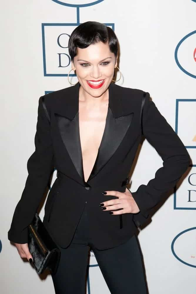 The talented singer opted for a vintage hairstyle on her slick black pixie hair last January 25, 2014 for the annual Pre-GRAMMY Gala.