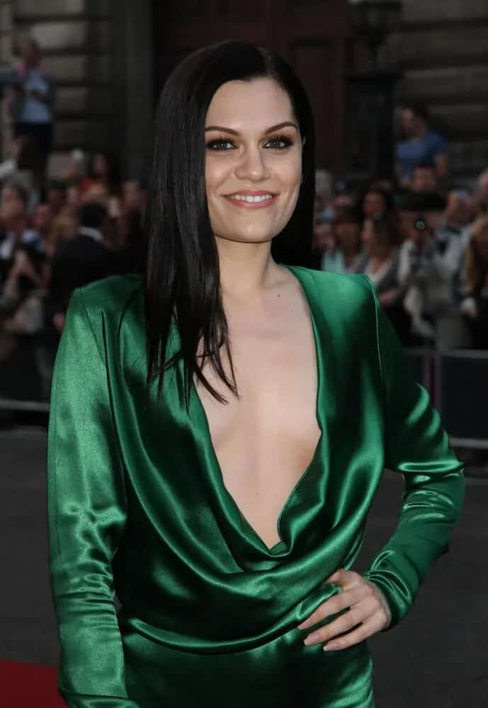 During the 2014 GQ Men of the Year awards, Jessie J looked stunning in her green silk dress and her straight raven medium-length black hair.