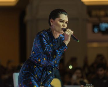 Jessie J. performed at the Dubai Shopping Festival Fashion Show in Mall Of The Emirates on the 20th of January 2017. She rocked the stage with a colorful romper to match her stylish slicked-back pixie hair.