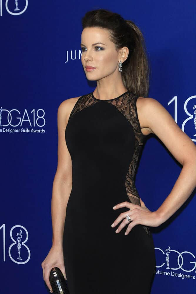 Kate Beckinsale is often seen with her curly and wavy mane, but last February 23, 2016 is different and special. She attended the 18th Costume Designers Guild Awards with her straightened hair teased and pulled back into a neat ponytail.