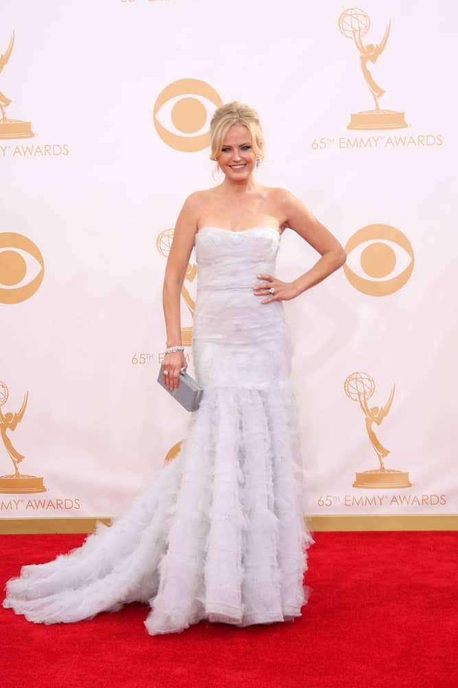 Malin Akerman was at the 65th Emmy Awards at the Nokia Theater last September 22, 2013 wearing a gorgeous white dress that make stand out on the red carpet. This is paired well with a slightly loose updo with tendril bangs.