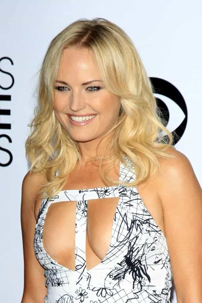 Malin Akerman's waves had subtle highlights as it cascades down her shoulders and were tousled to perfection at the 2014 People's Choice Awards.