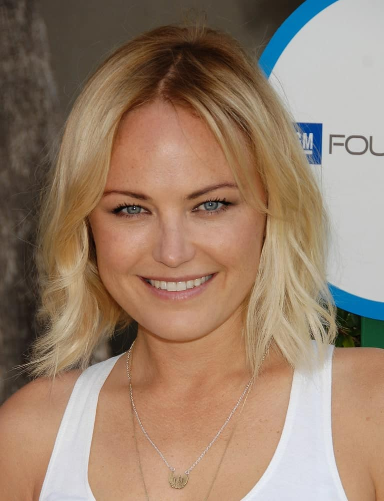 Malin Akerman arrived at the Safe Kids Event last April 5, 2014 in West Hollywood wearing a casual outfit and a matching relaxed and loose wavy bob hairstyle.