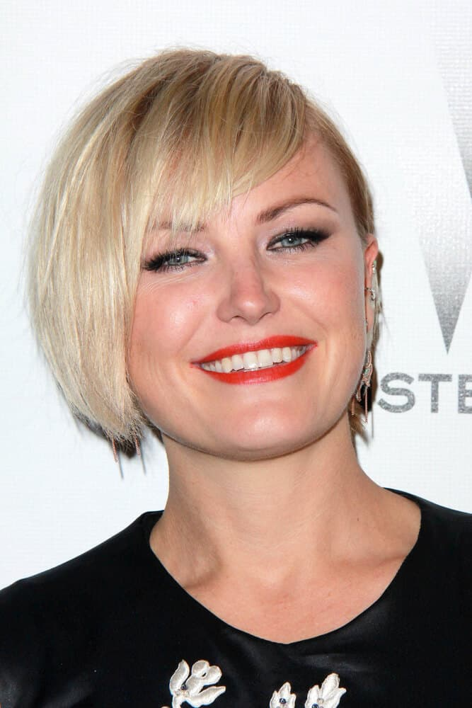 Last January 11, 2015, Akerman rocked the The Weinstein Company/Netflix Golden Globes After Party with her short bob cut with side bangs.