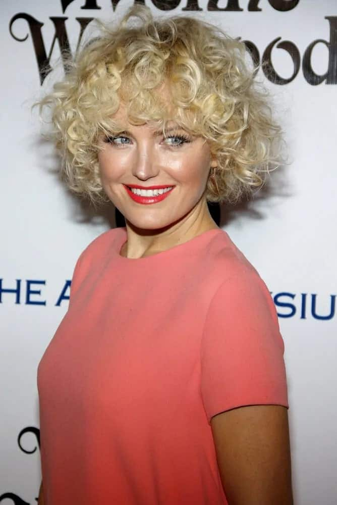 Malin Akerman had a short and curly hairstyle that resulted to this gorgeous golden afro look during the The Art of Elysium Ninth Annual Heaven Gala last January 9, 2016.