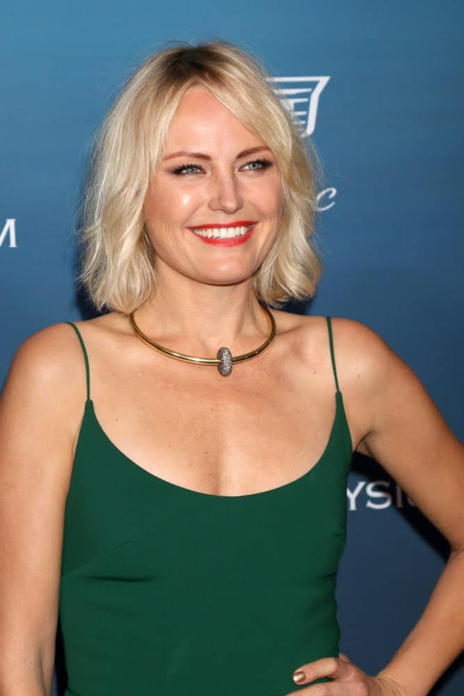 Akerman wore a simple green dress to pair with her center-parted tousled bob hairstyle at the Art of Elysium 12th Annual HEAVEN Celebration last January 5, 2019 in Los Angeles.