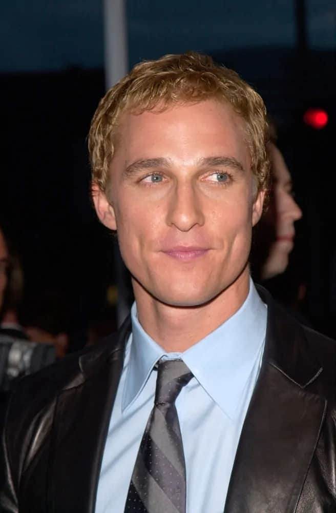 Matthew McConaughey wore a black leather suit contrasting his bright and short dyed blond hairstyle when he attended the 2000 world premiere of his movie
