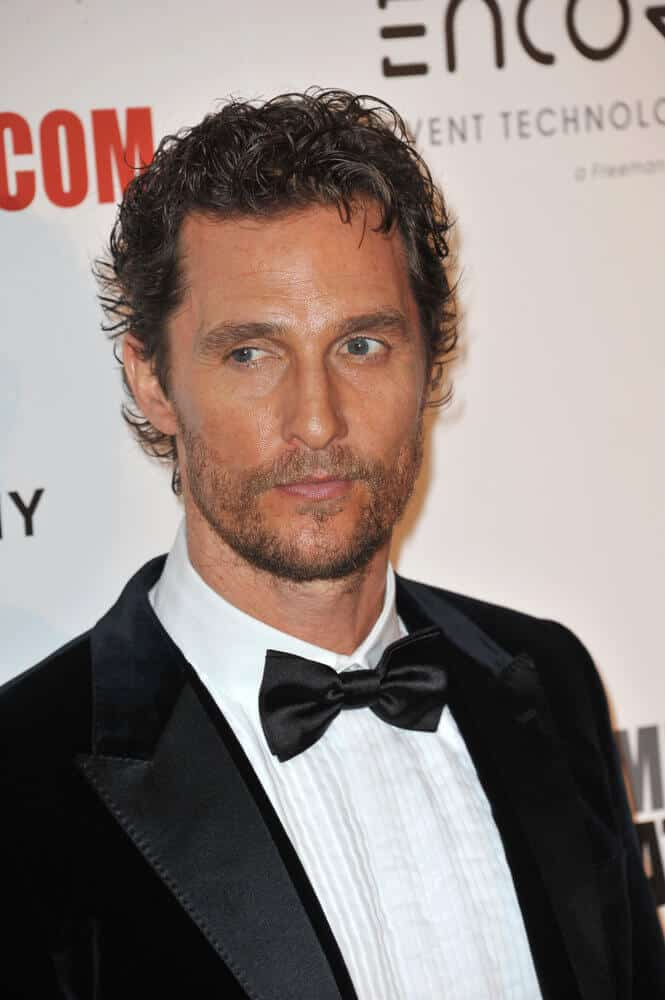 The actor is wearing a soft, semi-quiff hair during the 28th Annual American Cinematheque Award Gala, October 21, 2014. Some of his curls are brushed toward his forehead, creating a nice finish.