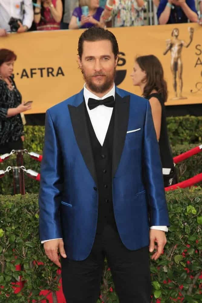 McConaughey sported a sexy tossed-up slick look with his shiny blue suit when he attended the 2015 Screen Actors Guild Awards. It goes quite well with his thick beard that caps off his over-all look.