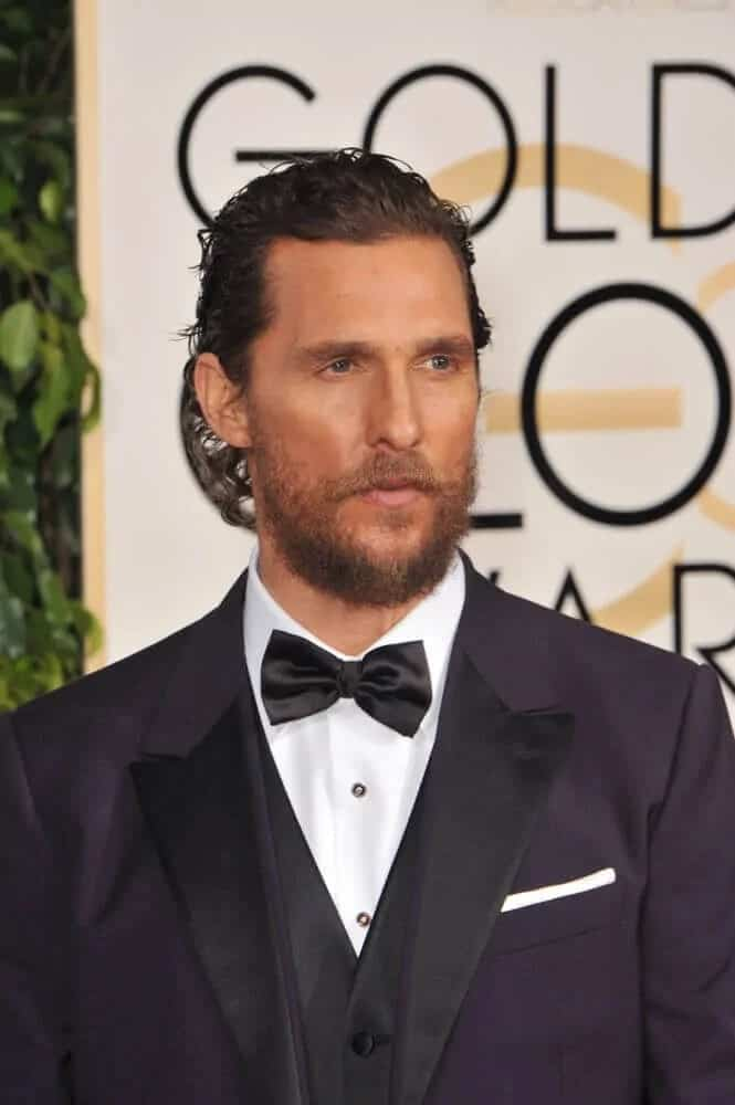 The actor paired his sexy dark suit with a semi-slicked wavy hairstyle when he attended the 72nd Annual Golden Globe Awards that makes him look sophisticated and trendy at the same time.