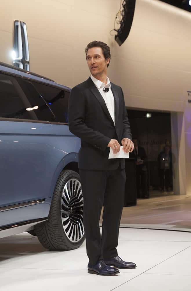 Last March 23, 2016, Matthew McConaughey unveiled the Lincoln Navigator concept car at the New York International Auto Show in Jacob Javits Center. He was wearing a black suit paired with a neat slicked back hairstyle to his dark curls.