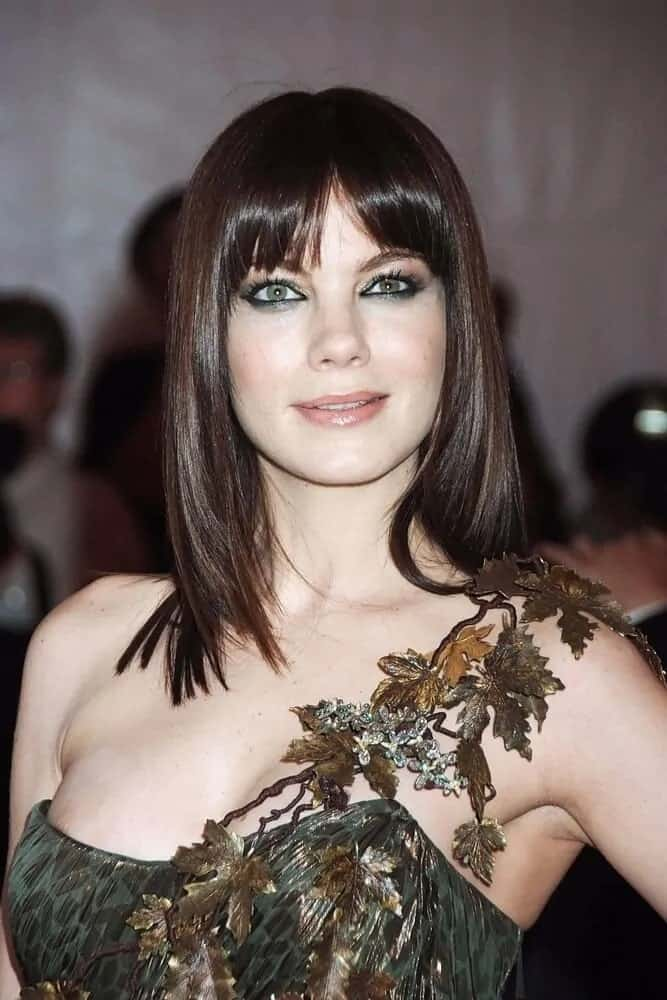 The actress looked stunning with her intricate and detailed dress with homage to mother nature. She paired it with a medium-length hair that has straight curtain bangs last May 05, 2008 for the Superheroes Fashion and Fantasy Gala.