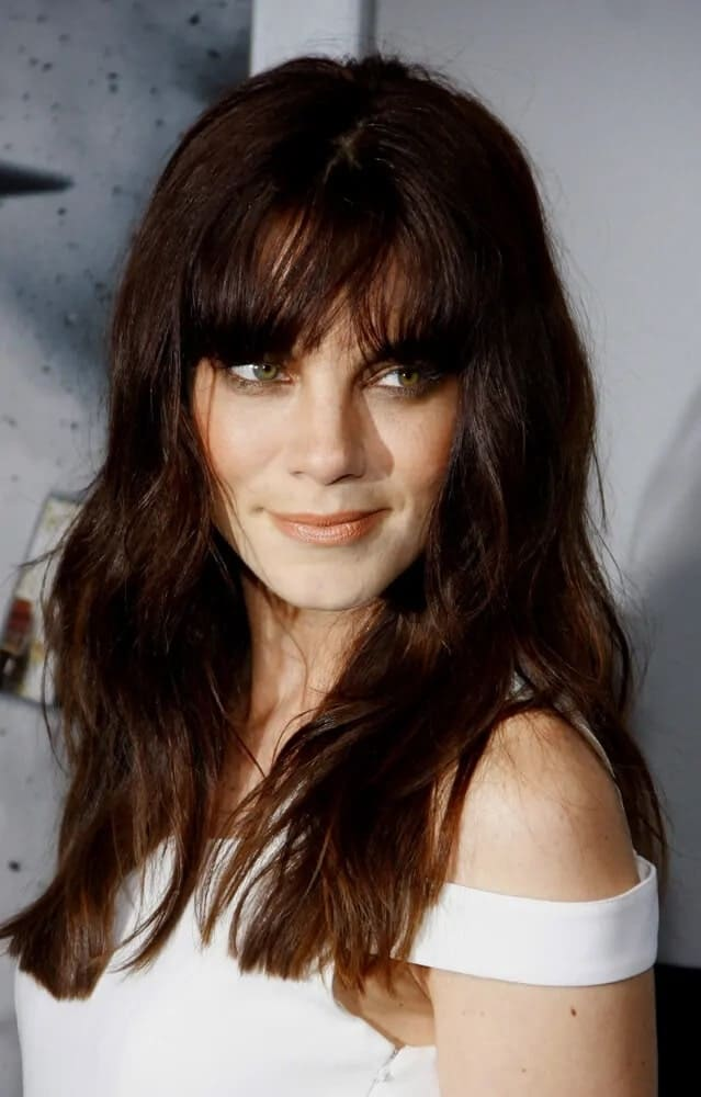 The actress showcased a beautiful and fierce look with her tousled reddish brown waves with bangs just above the eyes for the LA premiere of