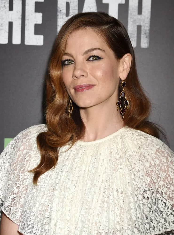Michelle Monaghan wore this romantic side-swept hairstyle with highlights and soft curls at the