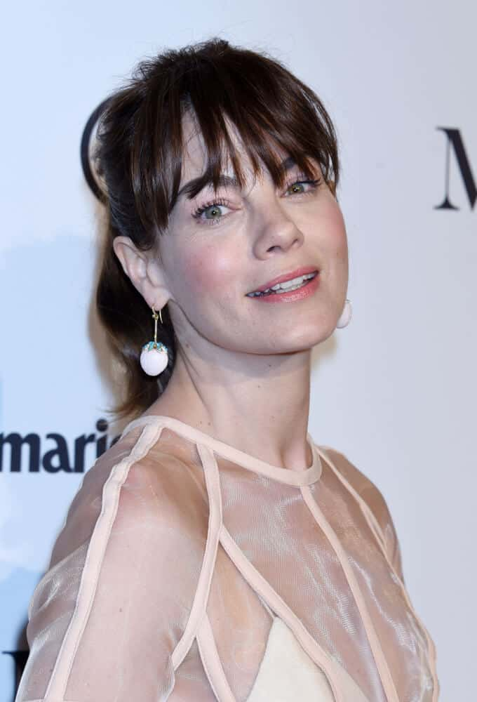 It's ironic how a messy finish can create an elegant and formal look. Michelle Monaghan wore this messy ponytail with wispy bangs at the Marie Claire Image Makers Awards 2018.