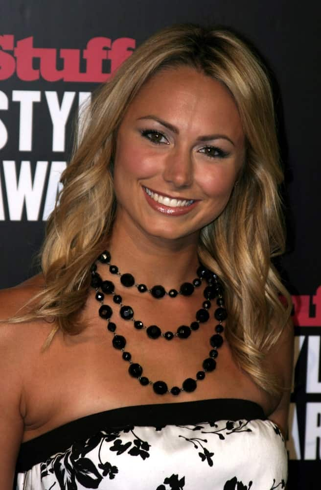 Stacy Keibler looks gorgeous in this tube floral dress paired with a large beaded necklace and a soft curly hair that gives her a charming aura. This was taken on September 7th, at the 2005 Stuff Style Awards.
