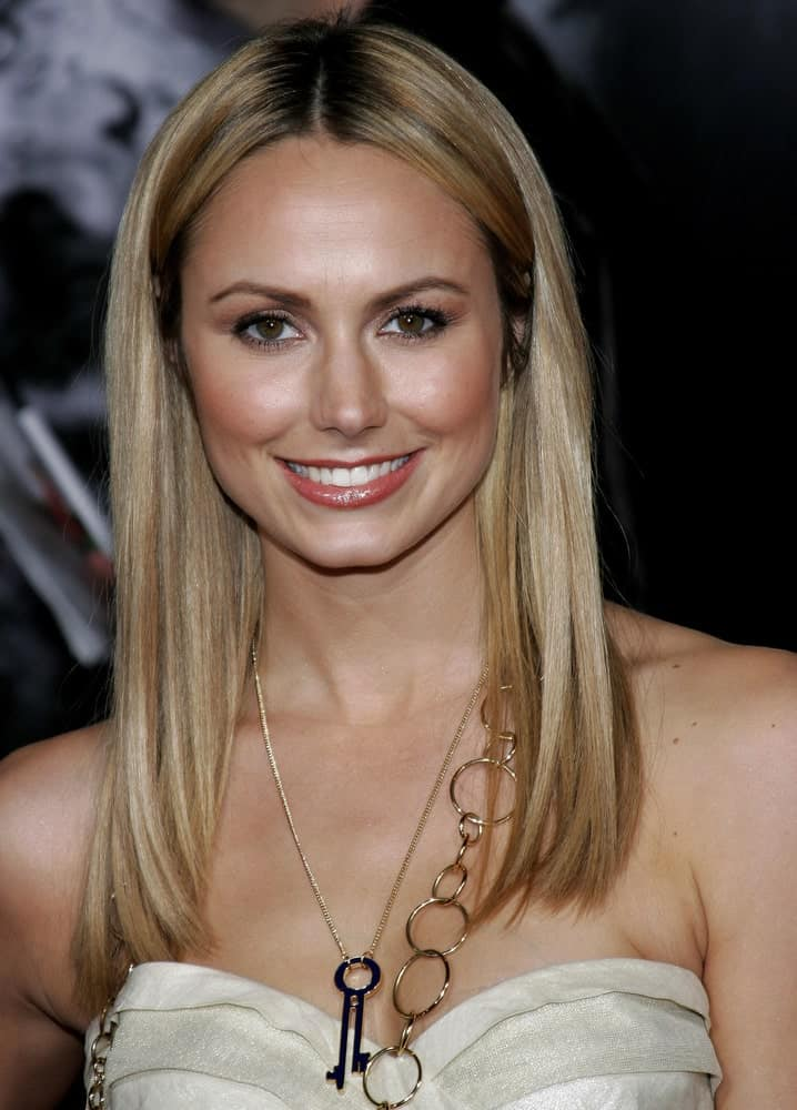 Stacy Keibler arrives for the Los Angeles premiere of 'The Number 23' on February 13, 2007, with a simple center-parted hair in sleek blond with dark roots. It complements her beige dress perfectly with a chic necklace to complete the look.