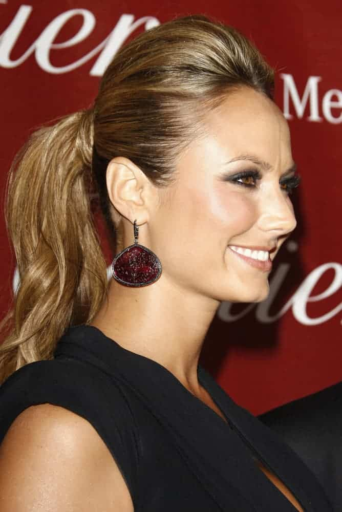 Last 7th of January 2012, Stacy Keibler attended the 23rd Palm Springs International Film Festival Awards Gala in a stunning ponytail with the upper portion, teased to perfection.