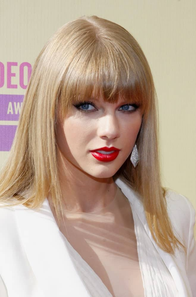 The singer showcased a sleek look with her straight blonde hair during the 2012 MTV Video Music Awards held on September 6, 2012.