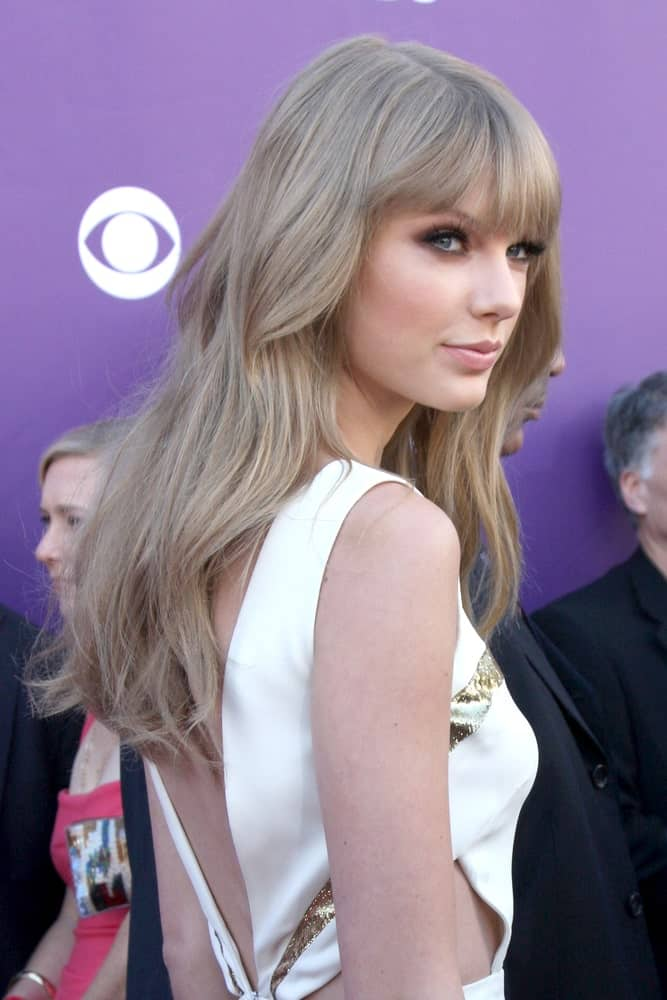 The singer flaunted her highlighted waves with bangs at the 2012 Academy of Country Music Awards at MGM Grand Garden Arena on April 1, 2012.