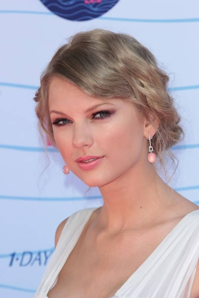 Taylor swift arranged her long curly locks into a messy updo with side-swept bangs at the 2012 Teen Choice Awards Arrivals held at Gibson Amphitheatre, Universal City, CA on July 22nd.