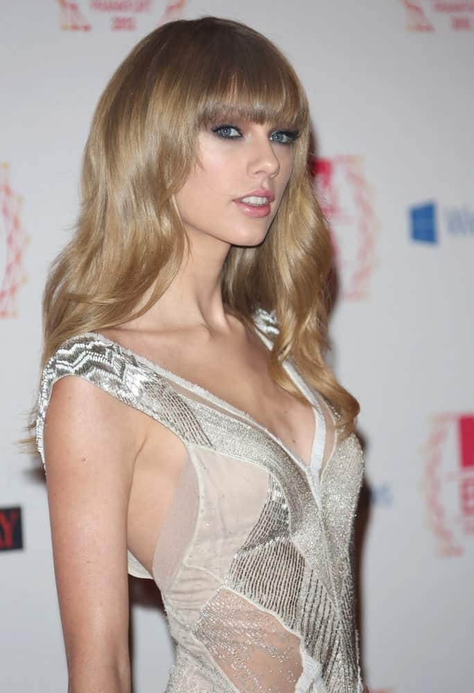 The singer had voluminous waves with blunt bangs at The MTV EMA's 2012 held at Festhalle, Frankfurt, Germany on November 11, 2012.
