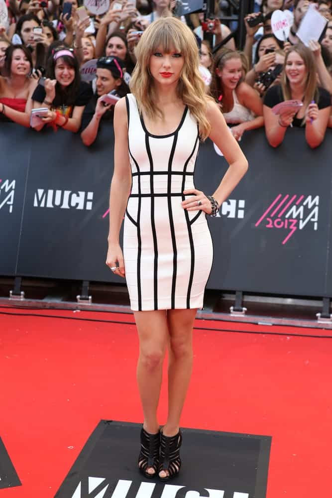 The singer styled her blonde locks with subtle waves and eye-skimming bangs at the 2013 MMVA's (MuchMusic Video Awards) in Toronto on June 16, 2013.