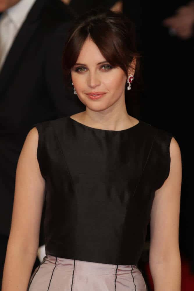 Felicity Jones in an elegant upstyle incorporated with curtain bangs.